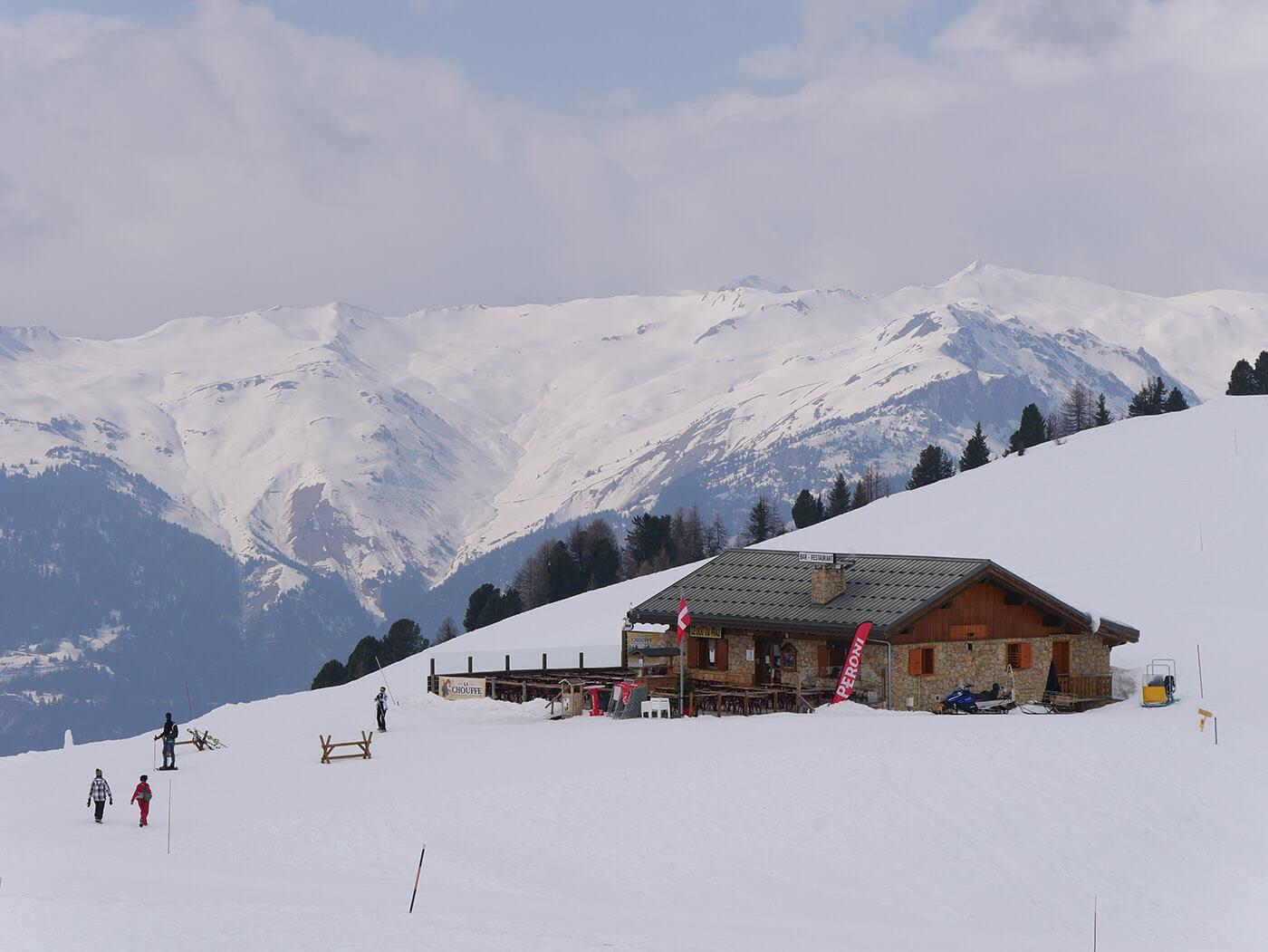 Photo de restaurant d'altitude dans un paysage enneigé prise avec le Lumix G7 + GX Vario 14-140 mm