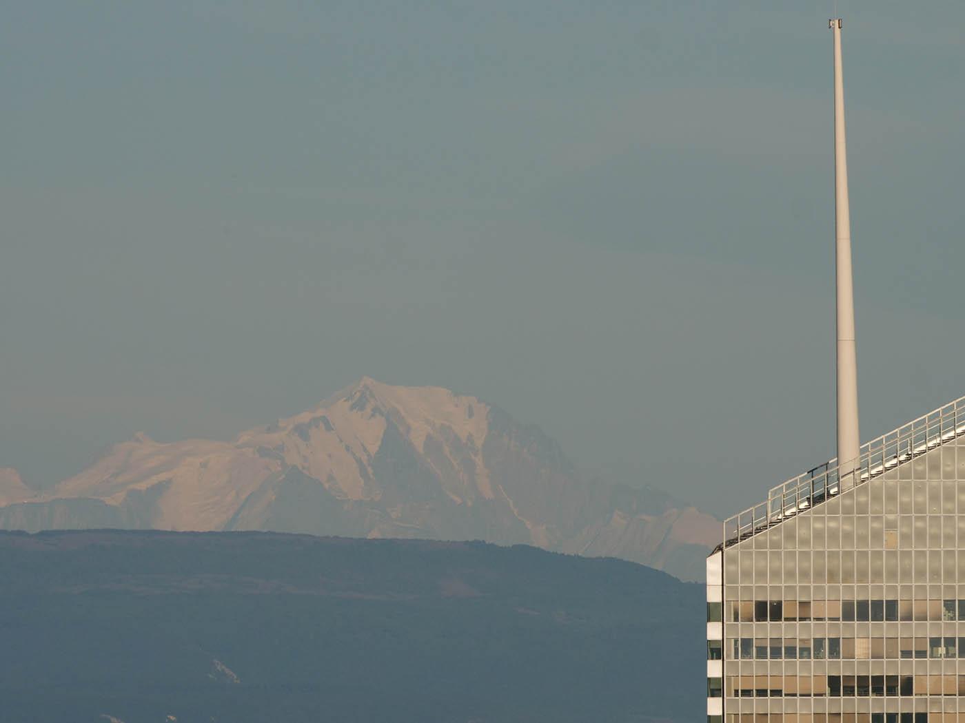 Photo du Mont-Blanc prise depuis Fourviere à Lyon avec le Panasonic Leica 100-400 mm