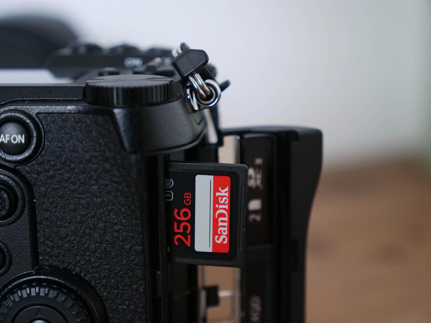 la carte mémoire d'un appareil est le premier des accessoires photo indispensables à acheter