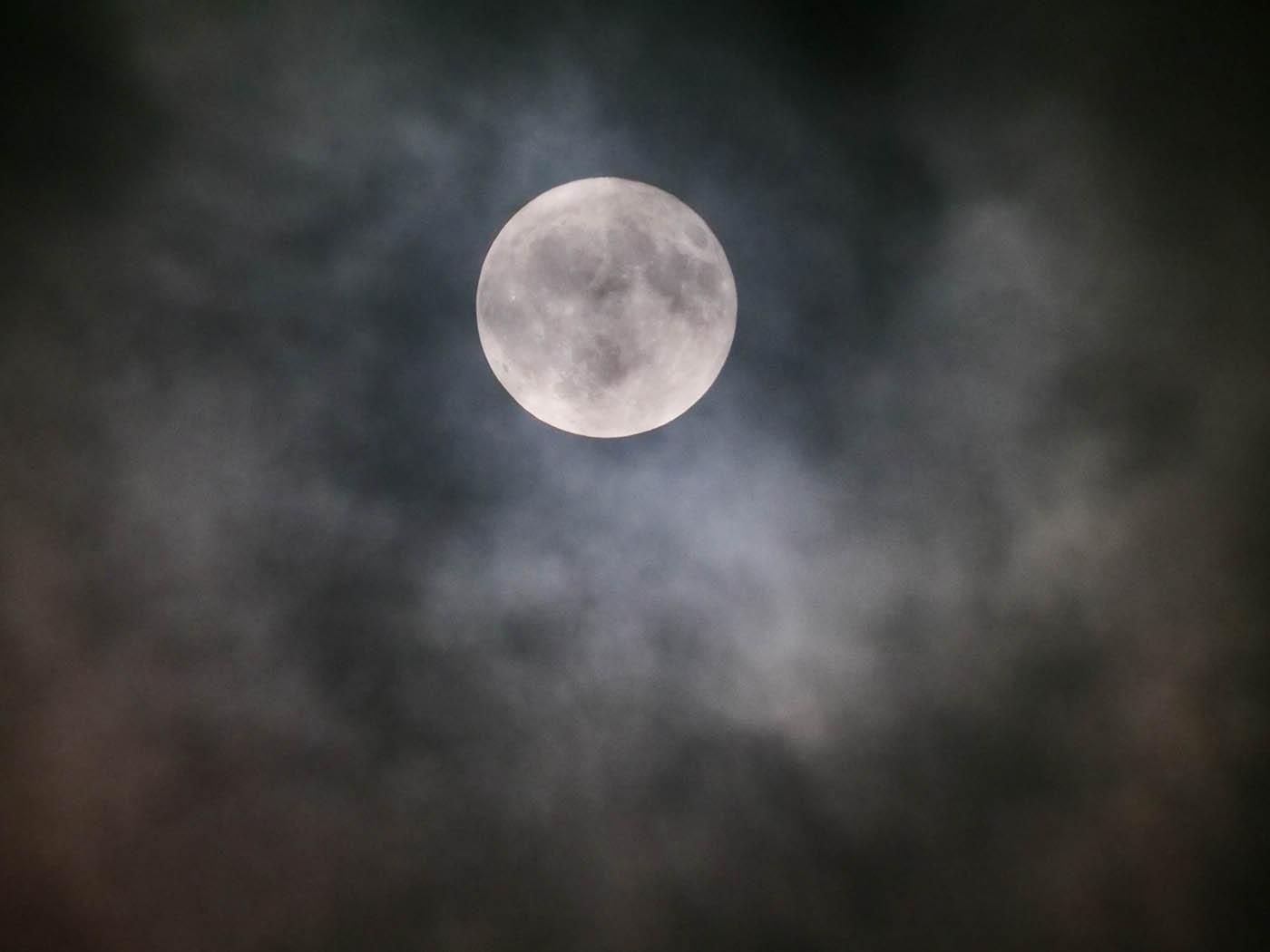 Photo de nuit de la Lune prise avec le télé-objectif micro 4/3 Leica