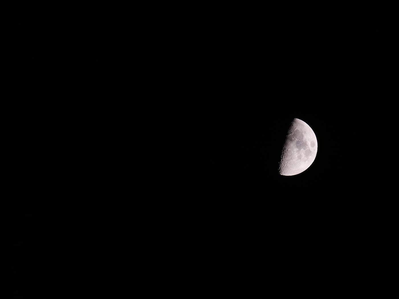 photo de l'astre lunaire avec hybride Lumix et téléobjectif