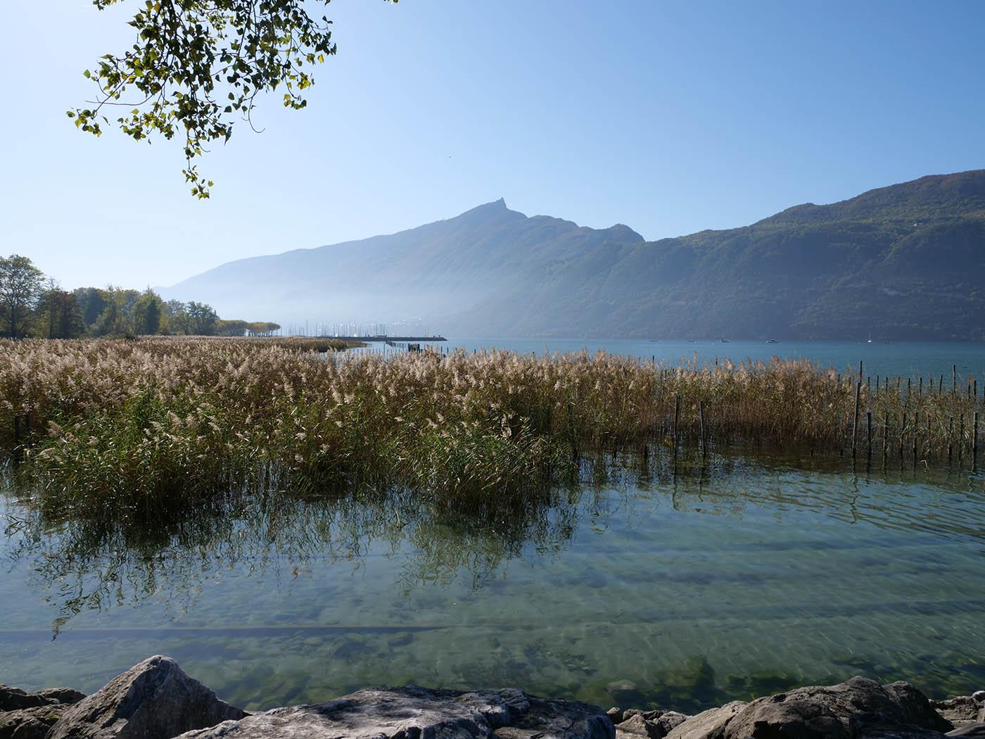 Lac en grand angle avec Olympus 12-200 mm f3.5-6.3