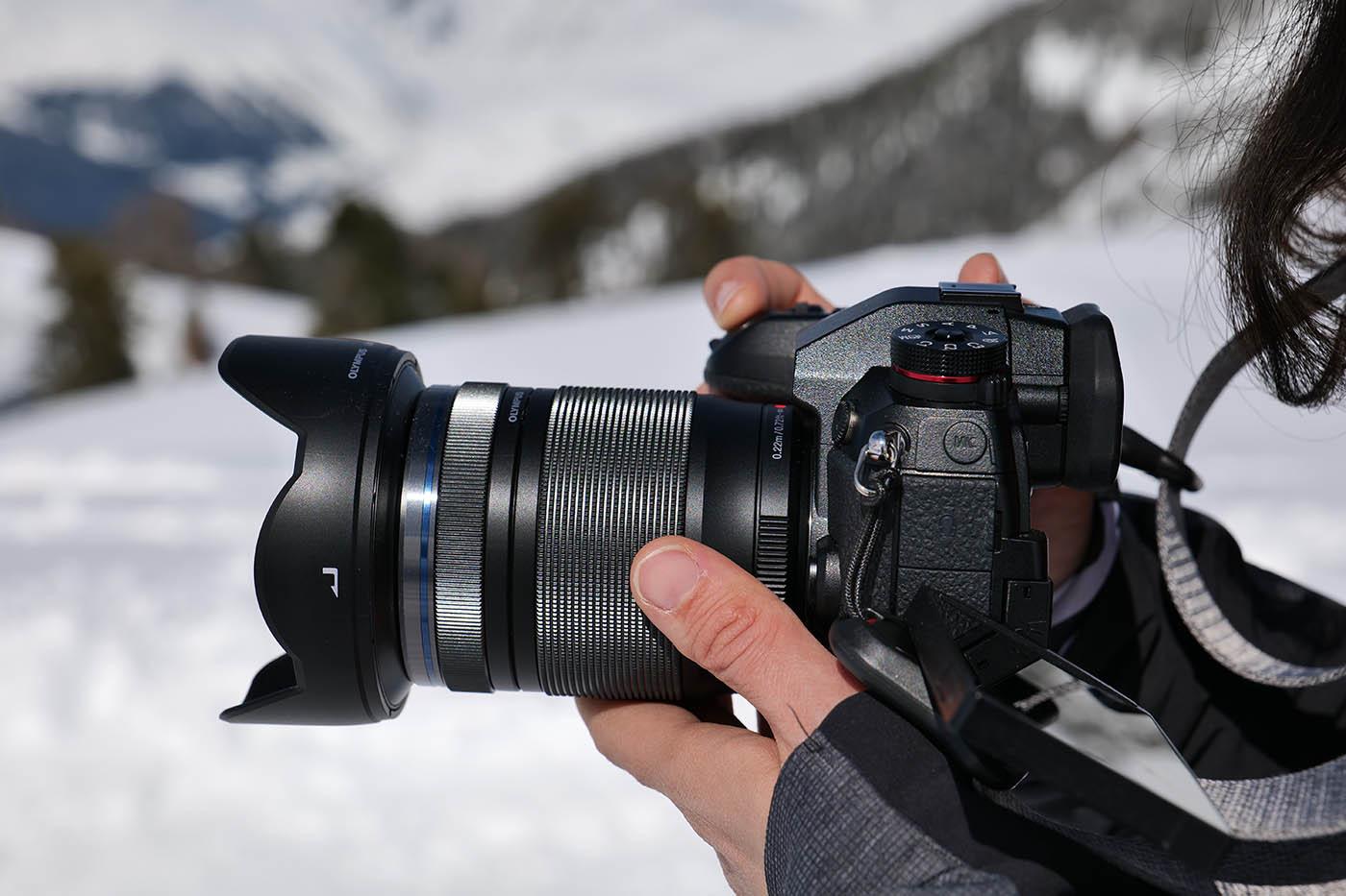 Olympus 12-200 mm prise en main