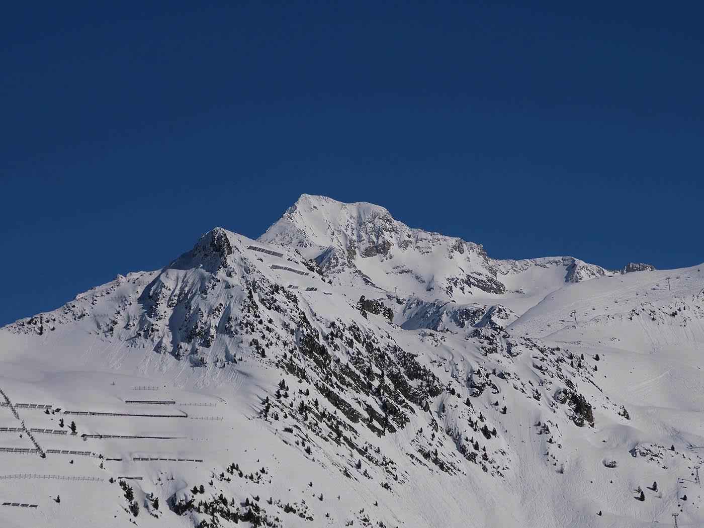 Sommet de montagne à 70 mm en ratio micro 4/3
