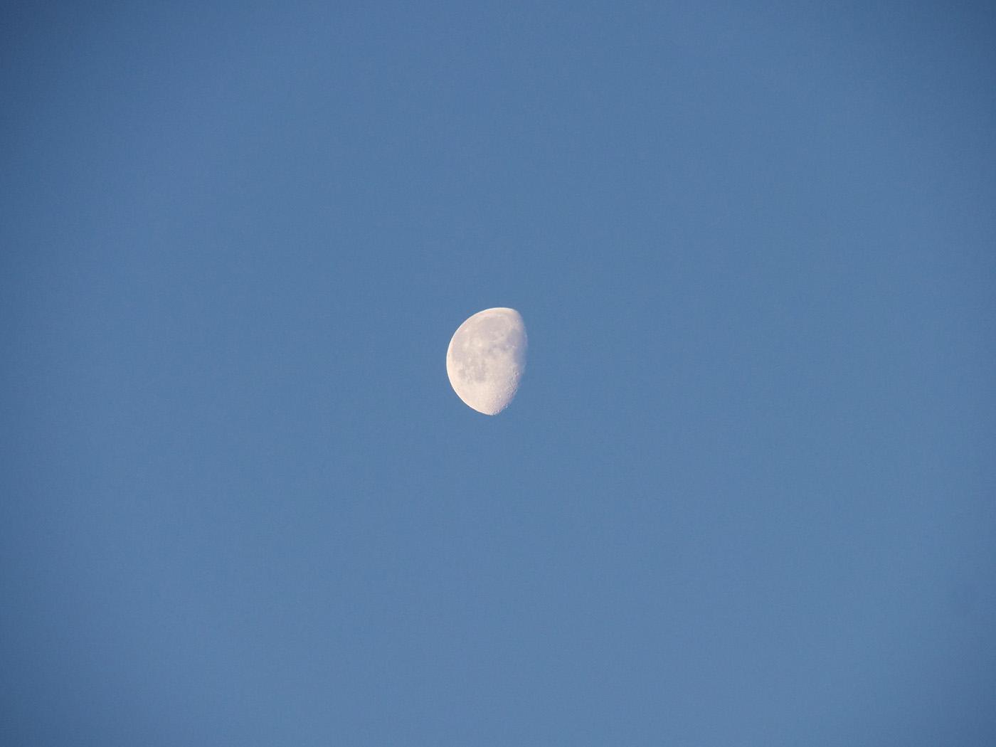 photo de lune avec télé-objectif Olympus 12-200 mm