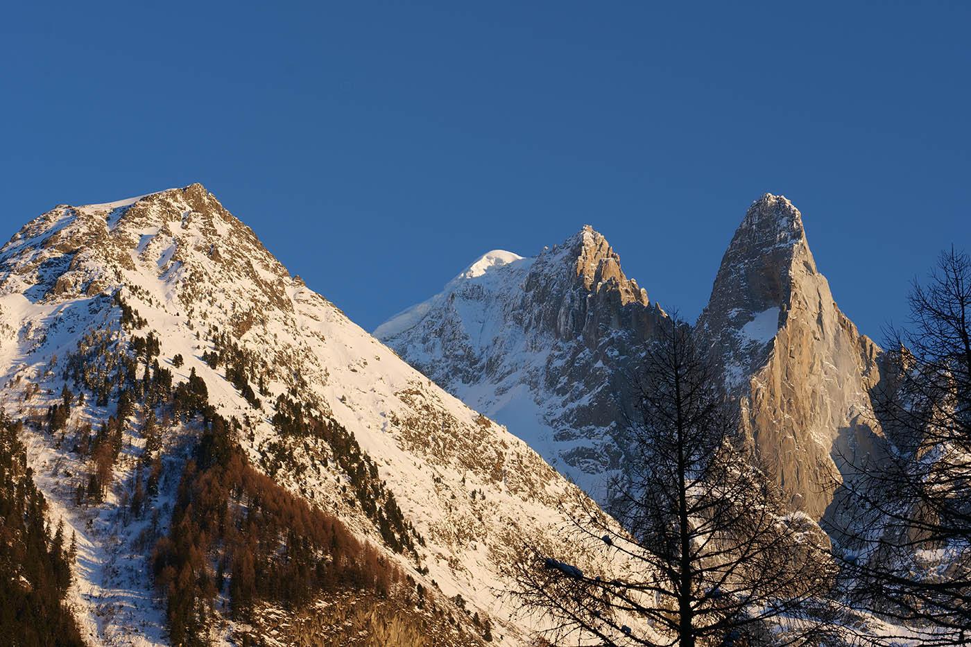 lumière de fin de journée d'hiver sur les Alpes