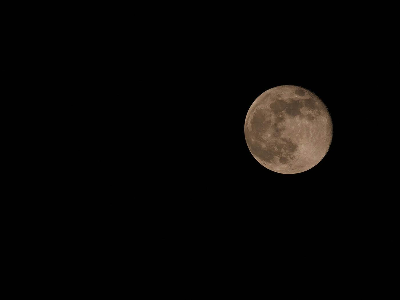 photo de Super Lune prise avec le Panasonic Leica 100-400 mm